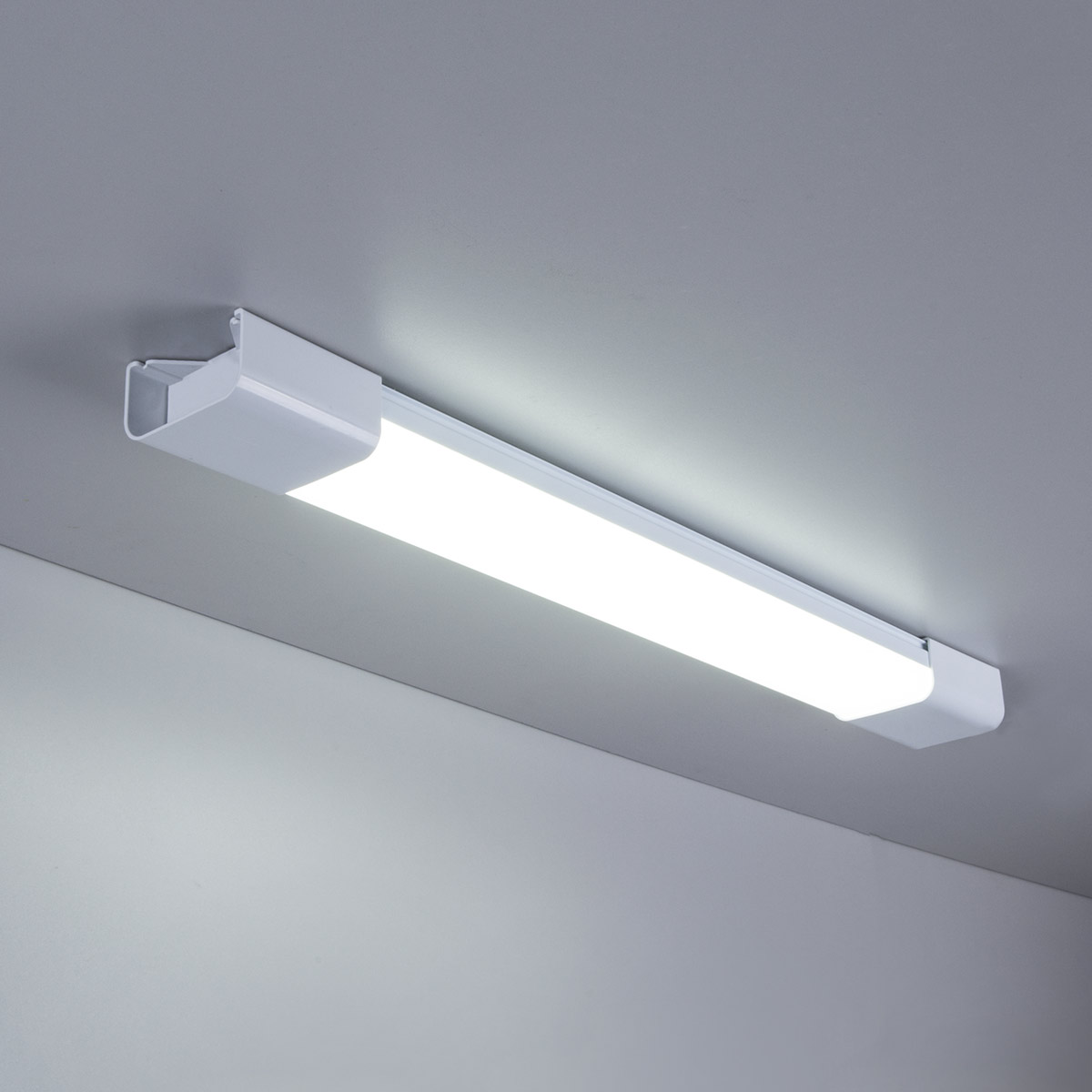 Пылевлагозащищенный светодиодный светильник 18Вт 60см LTB0201D 18W 6500K белый